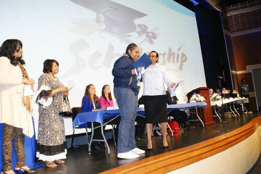 Woodward alumni awards scholarships to graduating seniors